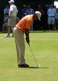 tiger-woods-putting